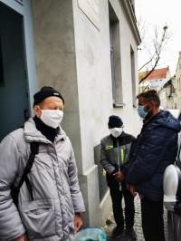 Łania dla bezdomnych w czasie epidemii._3